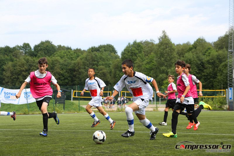 中国小球员与各国小球员同场竞技-01_副本.jpg